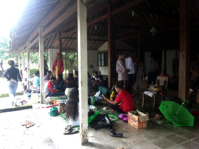 In the veranda of a Joglo house, actors of the Kemasan theater are getting ready for a performance.