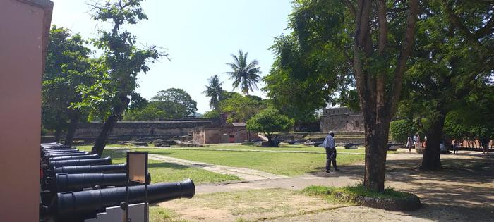 Internal perspective showing the courtyard and the cannons used to protect the fort against invasion