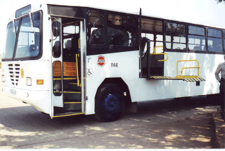 This prototype lift-equipped bus serves Mamelodi Township in South Africa. Note the excellent use of contrasting colors.<br>Photo by T. Rickert, courtesy of DFID (UK) and TRL (UK).