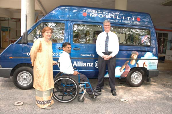 Community initiatives are playing a growing role in providing accessible door-to-door transport in many countries. This accessible van in Kuala Lumpur, Malaysia, belongs to the six-vehicle fleet of Persatuan Mobiliti.<br>Photo courtesy of Persatuan Mobiliti