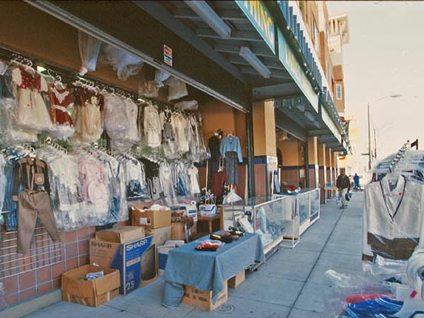 Vending stalls, Hismen Hin-Nu Terrace, Oakland, CA, USA, Pyatok Architects, 1995