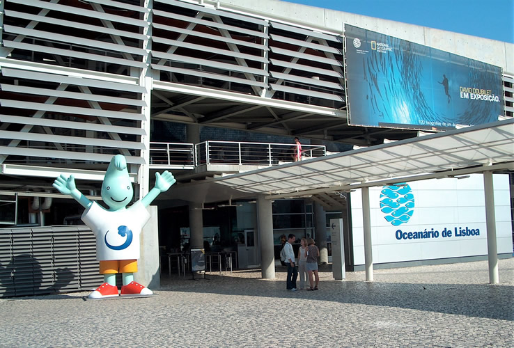 <strong>Oceanário de Lisboa, </strong>Lisbon, Portugal. The largest indoor aquarium in Europe. Designed by Cambridge Seven Associates led by American architect Peter Chermayeff.