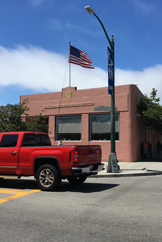 <p><strong>United States Post Office, </strong>Albany, California, U.S.A. This is typical of the thousands of post offices in the country that, despite the computer age, are in constant use by the local community.</p>